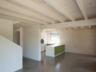 Das kleine Schwarze: moderne Esszimmer von xarchitekten
