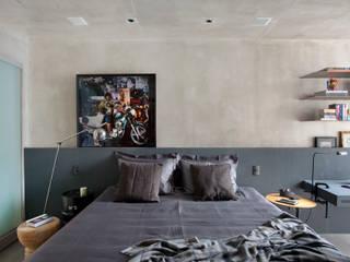 MM apartment: Quartos  por Studio ro+ca