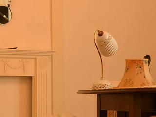 兵庫県 神戸市 N様邸/中古 戸建てリノベーション: VINTAGE-RENOVATION by masuoka-designが手掛けたクラシックです。,クラシック