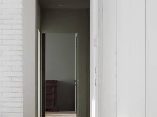 house m   remodeling an apartment milan Soggiorno minimalista di FEDERICASTAGNIARCHITETTO Minimalista