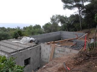 Avant/Après Construction d'une piscine Var:  de style  par Piscines Pierre  Alessandra