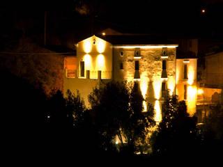 Illuminazione notturna: Hotel in stile  di Studio Tecnico Associato Cast&llo Engineering
