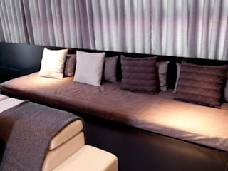 现代客厅設計點子、靈感 & 圖片 根據 dsgnduo 現代風