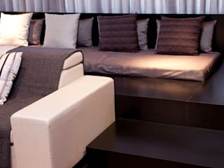 Living room by dsgnduo, Modern