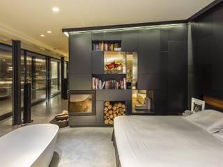 JENS. Reforma y ampliación de antigua masía en La Garrotxa, Girona (Costa Brava): Dormitorios de estilo  de VelezCarrascoArquitecto VCArq
