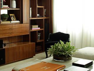 Living room by Rafael Zalc Arquitetura e Interiores