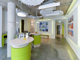 Konzept und Realisierung Büro/Ladenlokal Minimalistische Bürogebäude von Lars Führmann Tischlerei Minimalistisch