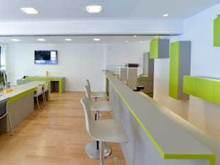 Konzept und Realisierung Büro/Ladenlokal Minimalistische Geschäftsräume & Stores von Lars Führmann Tischlerei Minimalistisch