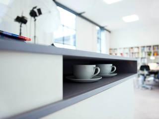 Theke für Fotostudio Minimalistische Geschäftsräume & Stores von Lars Führmann Tischlerei Minimalistisch