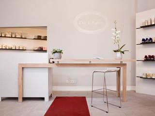 Ladenbau Minimalistische Ladenflächen von Lars Führmann Tischlerei Minimalistisch