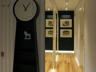 apartament Płock Nowoczesny korytarz, przedpokój i schody od abostudio Nowoczesny