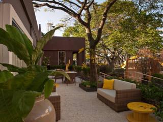 Jardines de estilo  por Folha Paisagismo, Minimalista