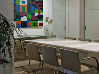 Apartamento Gutierrez: Salas de jantar  por Fernanda Sperb Arquitetura e interiores,Moderno