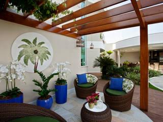 Jardines de estilo  de Designer de Interiores e Paisagista Iara Kílaris, Moderno