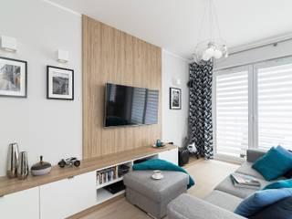 MIESZKANIE 72 M2 Minimalistyczny salon od KRAMKOWSKA|PRACOWNIA WNĘTRZ Minimalistyczny