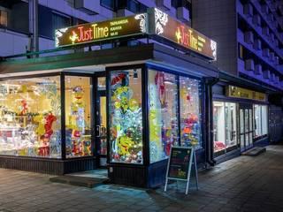 Оформление витрины кафе в городе Турку (Финляндия) от 33dodo Эклектичный