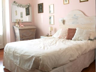 camera da letto: Camera da letto in stile  di Cinzia Corbetta