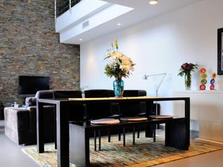 Diseño de interiores de vivienda unifamiliar Salones de estilo moderno de LaMarta interiorismo Moderno