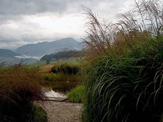Das Element Wasser im Garten Garten im Landhausstil von Ecologic City Garden - Paul Marie Creation Landhaus