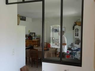 verrière intérieure - cloison séparation pour cuisine: Couloir et hall d'entrée de style  par L.Decor