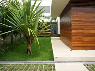 Casas de estilo moderno de Barbara Filgueiras arquitetura Moderno