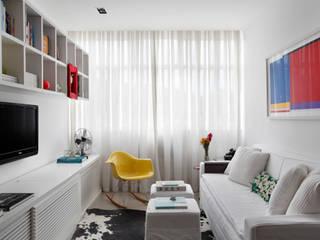 Apartamento Botafogo: Salas de estar  por Barbara Filgueiras arquitetura,Moderno