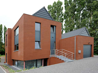 Assis sur une boite de verre: Maisons de style de style Moderne par XVDH Architecture