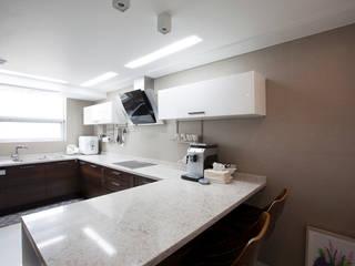Moderne Küchen von MID 먹줄 Modern