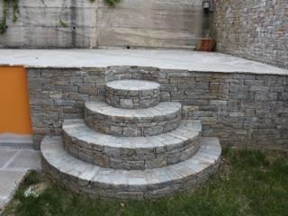 Treppen Balcone, Veranda & Terrazza in stile mediterraneo di Luserna Stone Mediterraneo