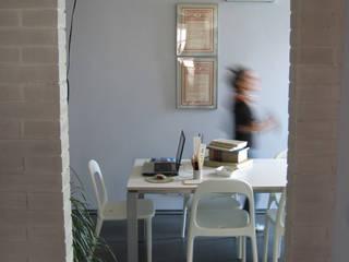 Studio: Studio in stile in stile Moderno di Studio Architettura x Sostenibilità