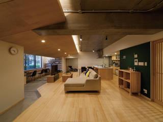 大屋根の家 株式会社 アポロ計画 リノベエステイト事業部 モダンデザインの リビング