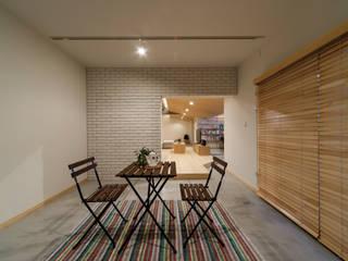 大屋根の家 株式会社 アポロ計画 リノベエステイト事業部 モダンデザインの 多目的室