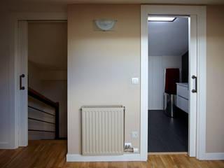 Dormitorios modernos: Ideas, imágenes y decoración de PRIBURGOS SLU Moderno