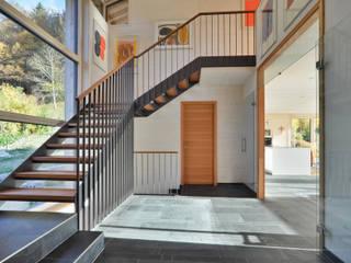 Modern corridor, hallway & stairs by Architekturbüro Schaub Modern