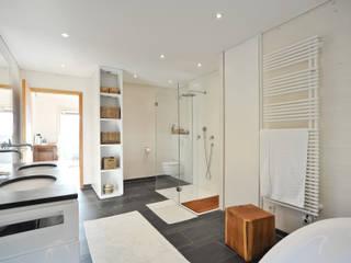 Modern style bathrooms by Architekturbüro Schaub Modern