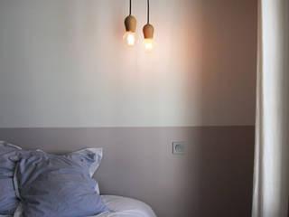 Appartement Pastourelle - Chambre après le chantier: Chambre de style  par * aurelie.rubin-chabrier . architecture . architecture intérieure .