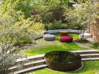Bartholomew Landscaping design and installation of a London garden: modern Garden by Bartholomew Landscaping