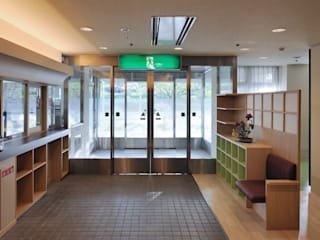 草津の特別擁護老人ホーム: 加藤淳一建築設計事務所/JUNICHI KATO & ASSOCIATESが手掛けた現代のです。,モダン