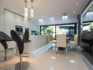 Mr & Mrs Lomax's kitchen Modern kitchen by Diane Berry Kitchens Modern