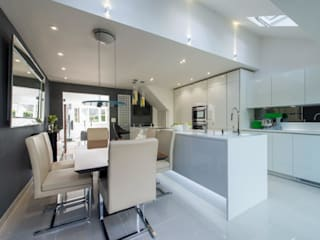 Mr & Mrs Lomax:  Kitchen by Diane Berry Kitchens