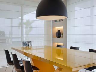 Salle à manger moderne par Cadore Arquitetura Moderne