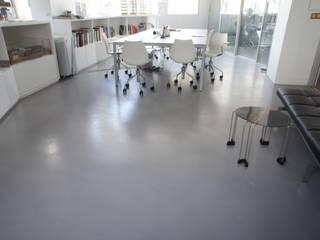 BETON DECORATIF Espaces de bureaux modernes par CASA BETON DESIGN Moderne