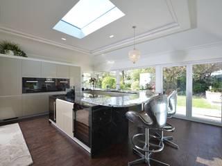 Mr & Mrs Harrison:  Kitchen by Diane Berry Kitchens