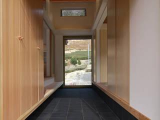 原 空間工作所 HARA Urban Space Factory Corridor, hallway & stairsStorage