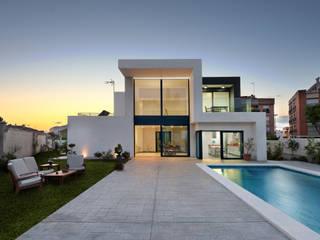 Maisons minimalistes par TOV.ARQ Estudio de Arquitectura y Urbanismo Minimaliste