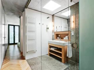 Erweiterung eines Einfamilienhauses in Ratingen:  Badezimmer von Oliver Keuper Architekt BDA