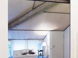 Piccolo loft Ingresso, Corridoio & Scale in stile moderno di SARA DALLA SERRA ARCHITETTO Moderno