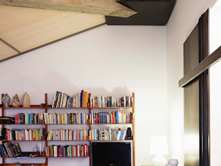 Piccolo loft Soggiorno moderno di SARA DALLA SERRA ARCHITETTO Moderno