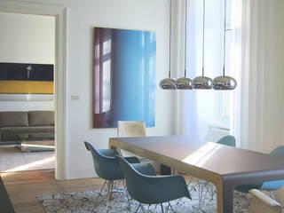 Appartment D destilat Design Studio GmbH Moderne Esszimmer
