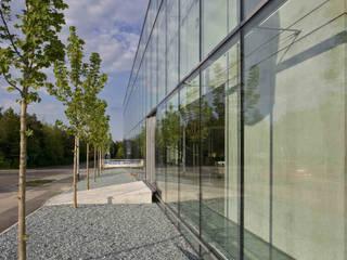 Glas Trösch:  Bürogebäude von becker architekten